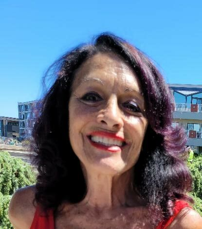 Julie Manolides, Broker in Seattle, Windermere
