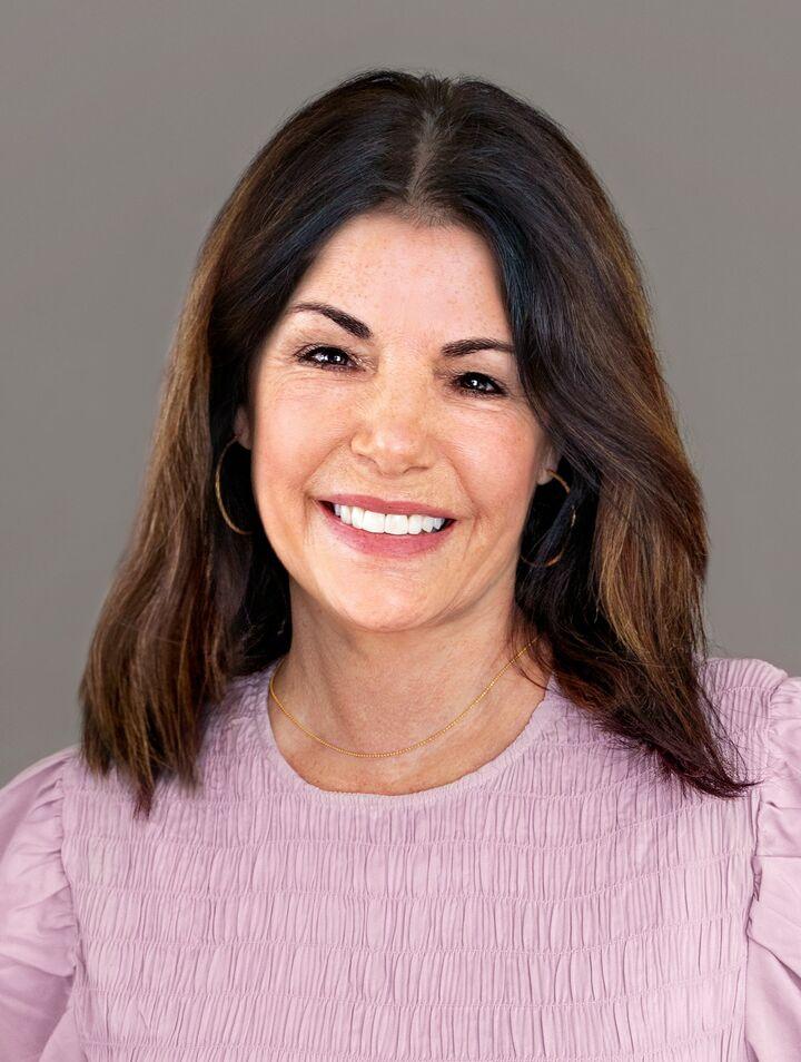 Lisa Barrows, NYS LICENSED REAL ESTATE SALESPERSON - # 10401229727 in  Vestal , Warren Real Estate