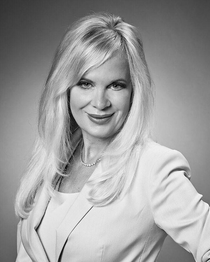Mari Halliday, BROKER | REALTOR® in Peoria, Jim Maloof Realtor